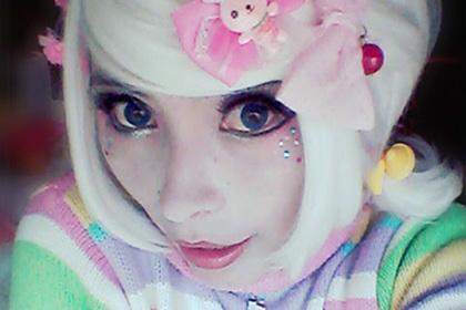 Девушка превратилась в куклу и влюбилась в себя