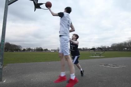 Мальчик вырос до 224 сантиметров и стал баскетболистом