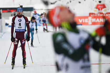 Шипулин упал на финише и упустил золото на Кубке мира