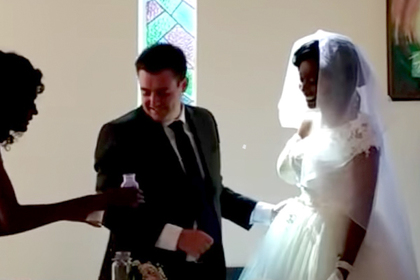 Невеста оставила руку в пасти крокодила и отправилась под венец