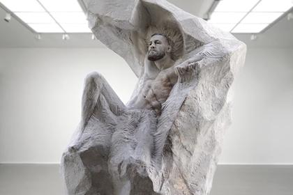 Ко дню рождения Макгрегора создали его статую за тысячи евро