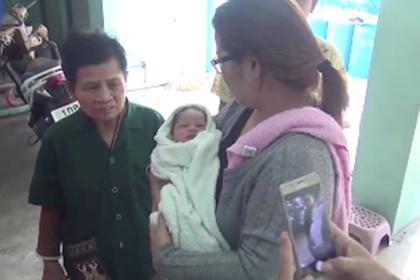 Новорожденная девочка пролетела пять этажей и выжила