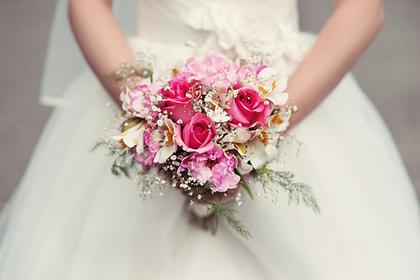 Невеста запретила гостьям приходить на свадьбу в платьях