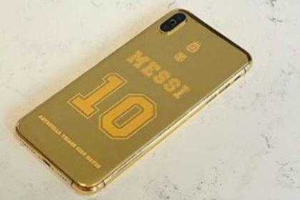 Месси покрыл iPhone золотом и украсил именем жены