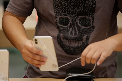 Два студента обманули Apple на 900 тысяч долларов
