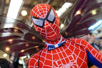 Ребенок в костюме Человека-паука прыгнул с восьмого этажа и выжил