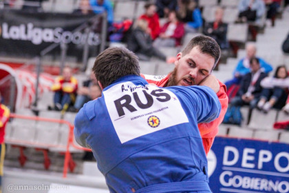Сборная России стала первой в общекомандном зачете на чемпионате Европы по самбо