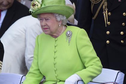 Елизавета II сбежала из дворца