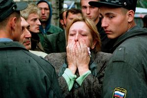 Лихач на внедорожнике отправил в кювет автобус с детьми на российской трассе