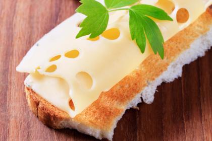 Редкая фобия заставила женщину жить на одном хлебе с сыром