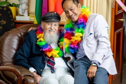 Герой Второй мировой сыграл свадьбу с мужчиной в 92 года