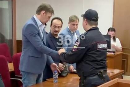 Истязавший ребенка электроошейником и иголками россиянин отправится в тюрьму