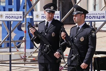 Улицу Киева засыпало деньгами после взрыва банка