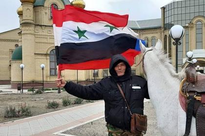 Сириец захотел подарить Путину коня и поехал на нем из Дамаска в Москву