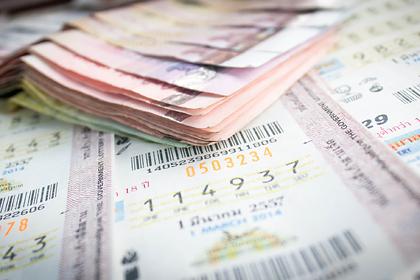 Мужчина пристрастился к игре в лотерею и стал мультимиллионером