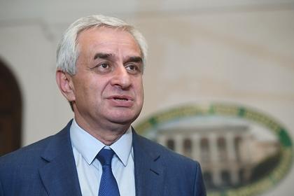 Сложивший полномочия президент Абхазии выступил с обращением