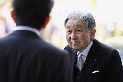Отрекшийся император Японии потерял сознание