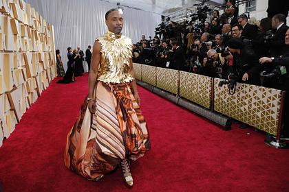 Американский актер пришел на «Оскар» в платье и на каблуках