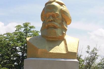 На Украине переименовали бюст Карла Маркса