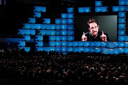 Cноуден согласился отдать США всю выручку за книгу с секретной информацией
