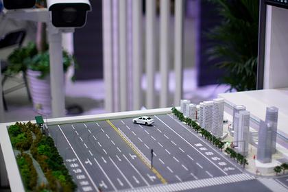 Huawei отказался от беспилотных машин и решил сделать «умную дорогу»