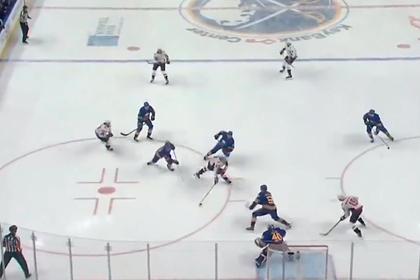 Овечкин в падении отдал голевую передачу в первом матче нового сезона НХЛ