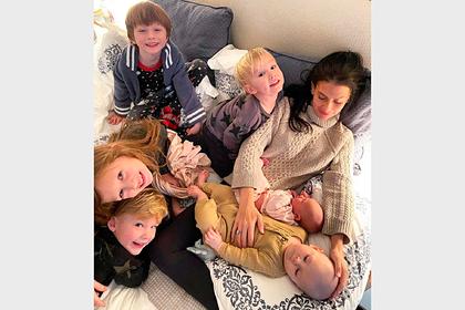 Жена Алека Болдуина стала матерью в шестой раз спустя полгода после родов