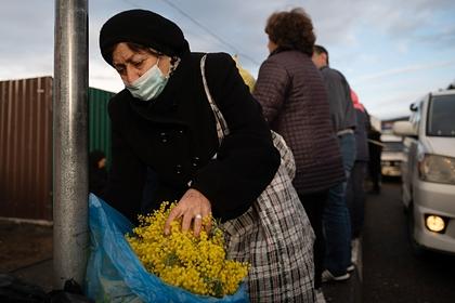 Россиянки раскрыли отношение к цветам на 8 Марта