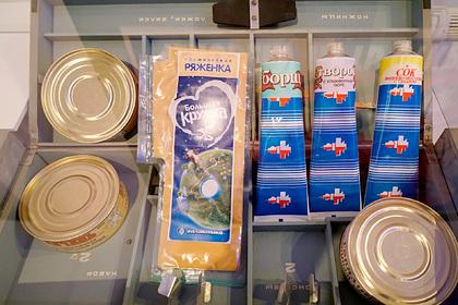 Российским космонавтам убрали еду в тюбиках из рациона