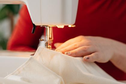 Женщина пошила семье одежду из пододеяльников и прославилась