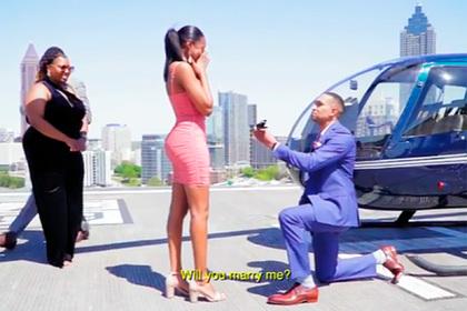 Мужчина купил невесте пять колец с бриллиантами на выбор и прославился в сети