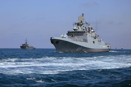 Российские боевые корабли провели массовые учения в Черном море