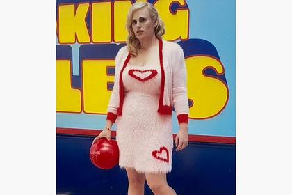 Сбросившая 30 килограммов актриса вновь показала фигуру в облегающем наряде