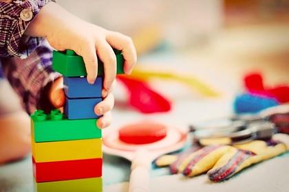 Пропавшего ребенка нашли мертвым в сундуке с игрушками