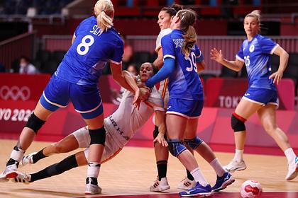Российские гандболистки победили Испанию и вышли в плей-офф ОИ со второго места