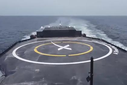 SpaceX успешно посадила ракету на плавучую платформу в океане