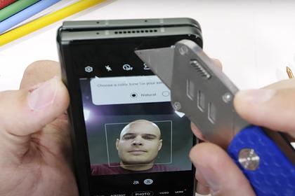 Самый дорогой смартфон Samsung проверили на прочность