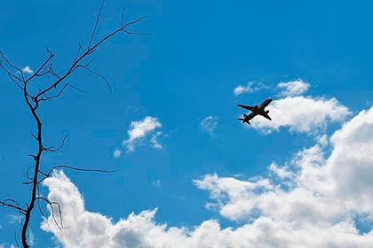 Вылетевший из Антальи российский самолет изменил курс из-за разгерметизации