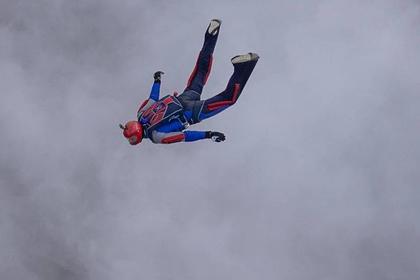 Российский парашютист погиб при групповом прыжке