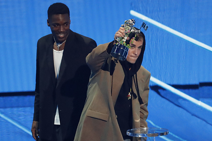 Джастин Бибер победил в категории «исполнитель года» премии MTV