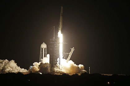 SpaceX впервые запустила корабль с гражданским экипажем