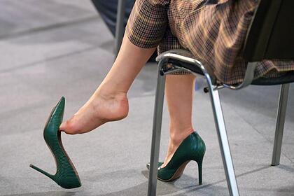 Российский врач рассказал об опасности каблуков для переболевших COVID-19