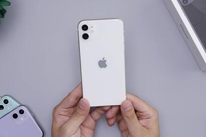 Самый популярный iPhone рекордно подешевел