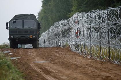 Польша увеличит число военных на границе с Белоруссией после нападения нелегалов